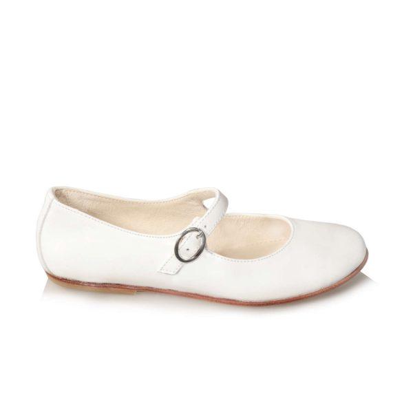 Ballerine da bambina di colore bianco, con cinturino posizionato sopra al collo del piede