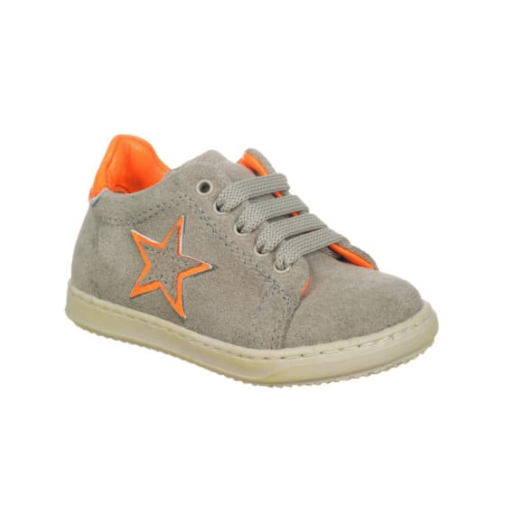 Sneakers da bambino con stellina e riporto arancio fluo