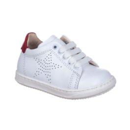 Sneakers da bambinoa con stellina forata laterale